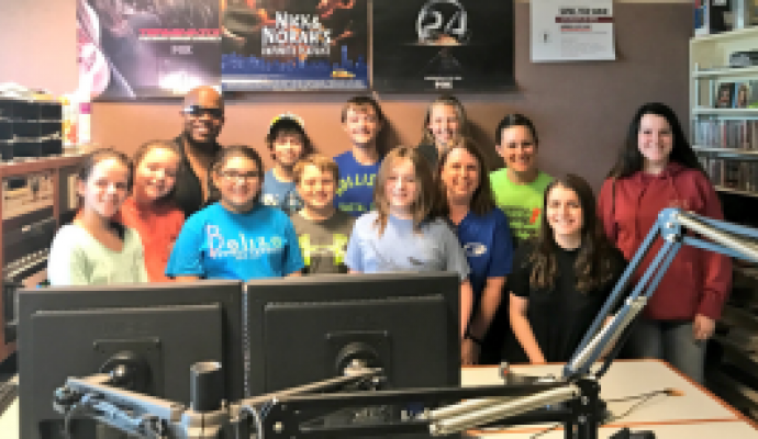 Frontier Middle School Students Visit the Kiss 98.5 Studio
